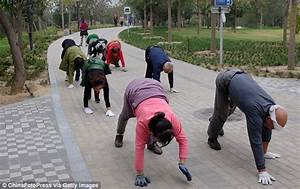 Chinese fitness fanatics CRAWL on their hands and feet for ...