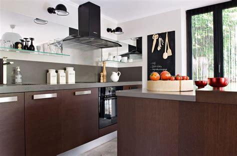 rangement vaisselle cuisine organisation et rangement le cas des placards de cuisine