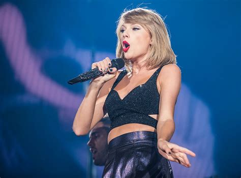"""Taylor Swift premieres new song """"...Ready For It?"""": Stream ..."""
