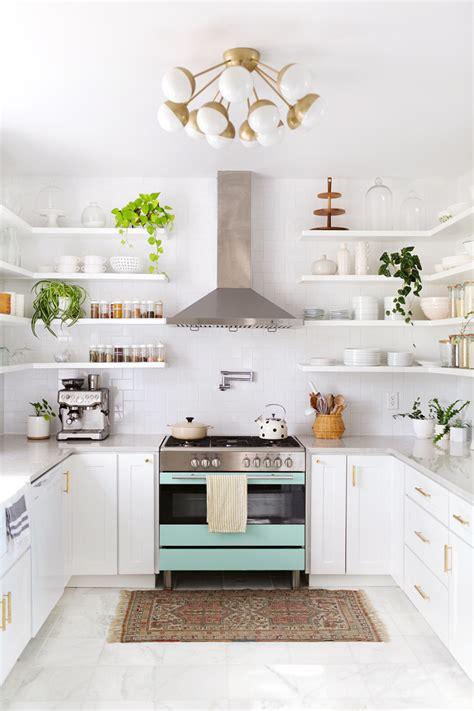 foto cocina blanca estilo vintage  repisas