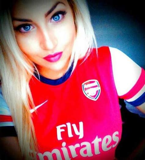 stunning gallery   hot women  football shirts