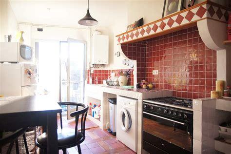 cuisine style fermette creation d 39 une cuisine maçonnée petit carrelage style