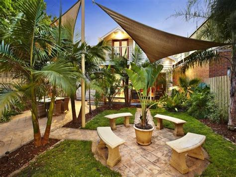 Tropical garden design using pavers with outdoor dining