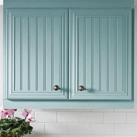 armoire de cuisine en pin poser du lambris sur des armoires de mélamine en é
