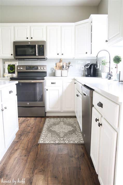 White Kitchen Flooring Ideas by Best 20 Laminate Flooring Ideas On Flooring