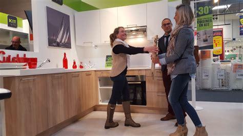 vendeur de cuisine 駲uip馥 service communication vendeur agenceur