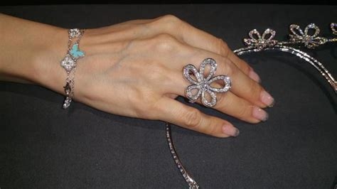 Vca Diamond Pave 6motif Sweet Alhambra Bracelet  Loupe Troop. Vintage Style Rings. Square Bangles. Hand Necklace. Crystal Bracelet. 92 Carat Diamond. Golden Rose Engagement Rings. Lapis Lazuli Rings. Where To Buy Mens Wedding Band