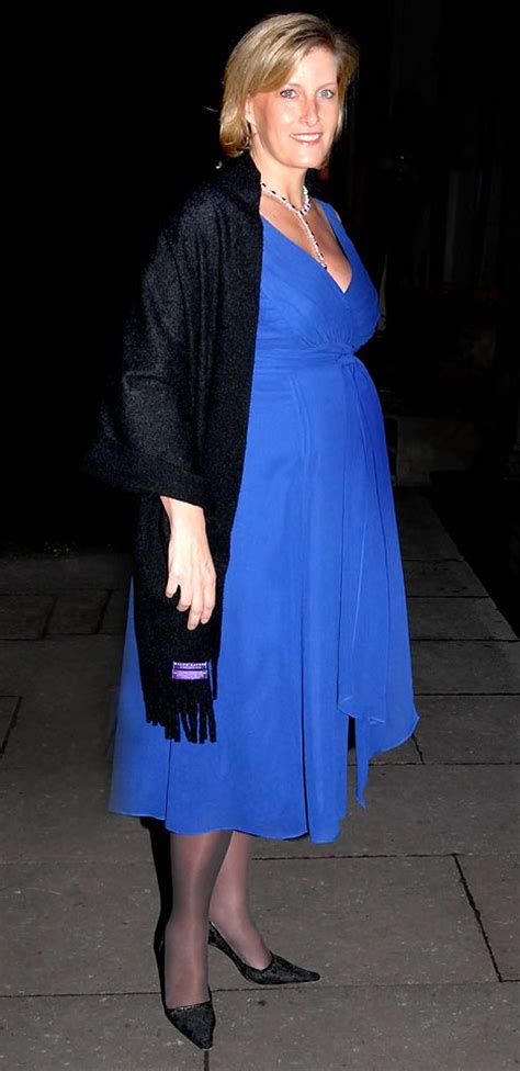 Sophie Wessex takes her Xmas baby bump out shopping ...