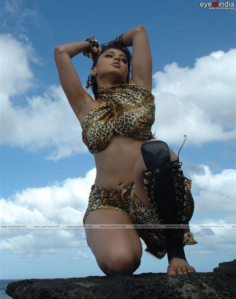 Anushka Shetty Seductive Beauty Anushkas Milky Thighs