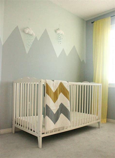 deco chambre couleur déco montagne dans la chambre de bébé