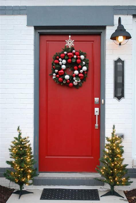dashing christmas door decorations  impress