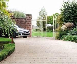 les 25 meilleures idees de la categorie allee carrossable With jardin avec gravier blanc 11 allee en enrobe devant maison pinterest enrobe
