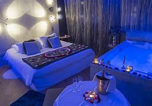 Traboule chambre d39hotel avec jacuzzi privatif le for Chambre d hotel avec jacuzzi privatif