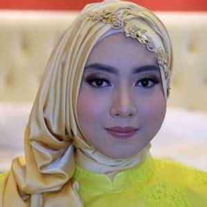 model hijab wisuda simple elegan  glamour terbaru