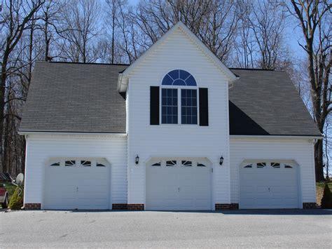 car detached garage wapartment  custom home