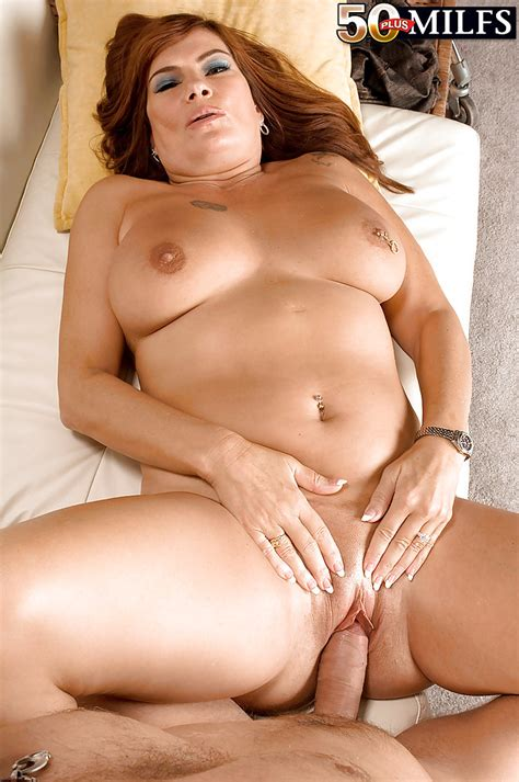 Big Titted Bbw Milf Sunny Ray Giving Up Her Pink Butthole For Hard Anal Banging