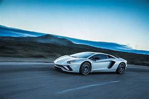 Lamborghini Aventador 2018 : 2018 lamborghini aventador s front three quarterr in motion 02 motor trend ~ Medecine-chirurgie-esthetiques.com Avis de Voitures