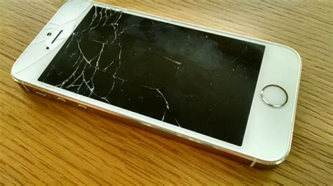 cracked iphone 5s can an ordinary joe replace a busted iphone screen cnet