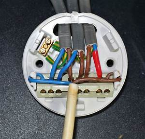 Electrical why are wire nuts not used in the uk