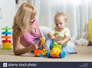 Schenkung Haus An Kind Zu Lebzeiten : babysitter stockfotos babysitter bilder alamy ~ Orissabook.com Haus und Dekorationen