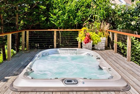 Hot Tub : Jacuzzi Hot Tubs And Spas