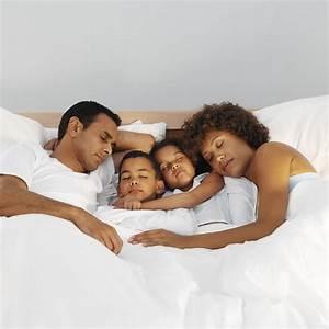 Baby Und Kleinkind In Einem Zimmer : so lernt ihr kind im eigenen bett zu schlafen ~ Bigdaddyawards.com Haus und Dekorationen