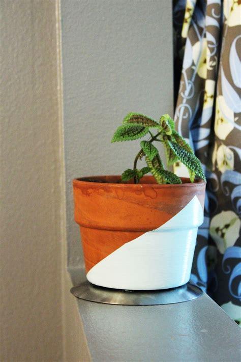 diy peindre un motif g 233 om 233 trique sur un pot de fleurs bricobistro