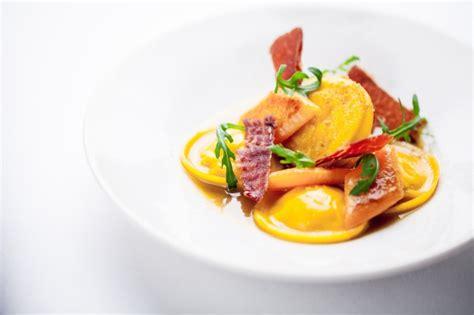recette pate a ravioli recette de ravioli de courges et ricotta jambon de parme croustillant