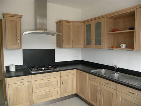cuisine ch麩e massif zeitgenössisch renovation cuisine chene le bois chez vous massif rustique avant apres