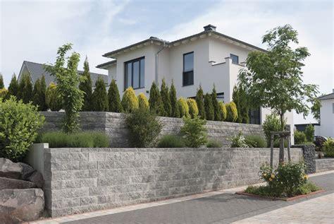 l steine oder betonmauer vertica 174 mauer rustica grau anthrazit garten garten steinmauer garten und st 252 tzmauer g 228 rten