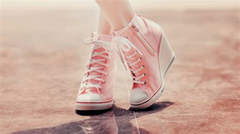 sepatu sneaker pc 21 girly wallpapers pink backgrounds images pictures