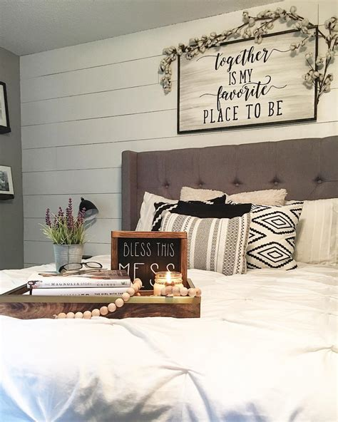 Modern Wall Decor Ideas For Bedroom by Modern Farmhouse Style Decorating Ideas On A Budget 16