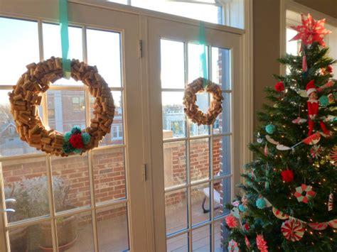 creative ways    wine cork wreath guide patterns