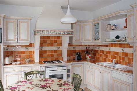 cr馘ence cuisine model de faience pour cuisine maison design bahbe com