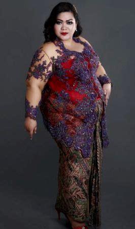 model kebaya  wanita gemuk  kelihatan ramping