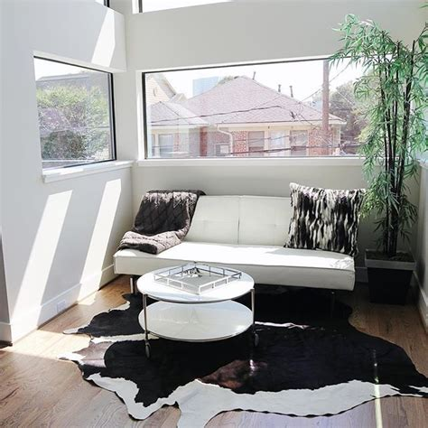 Cowhide Home Decor by Best 25 Cowhide Rug Decor Ideas On Cowhide
