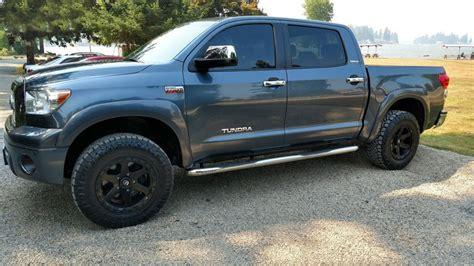 fuel wheels  ripper matte black  gloss black lip  road rims fl