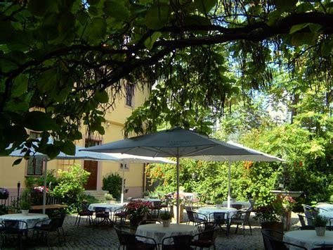 Garten Kaufen Halle Saale by Der Trompetenbaum In H 228 Ndels Garten H 228 Ndelhaus