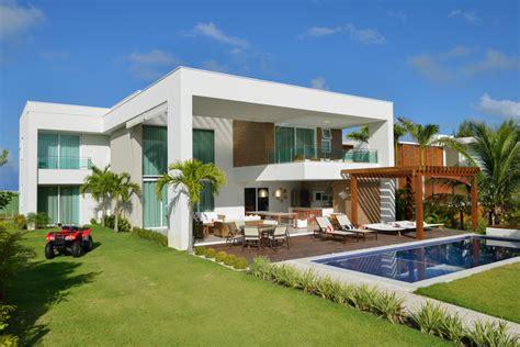 Contemporary Beach House With Nautical Theme