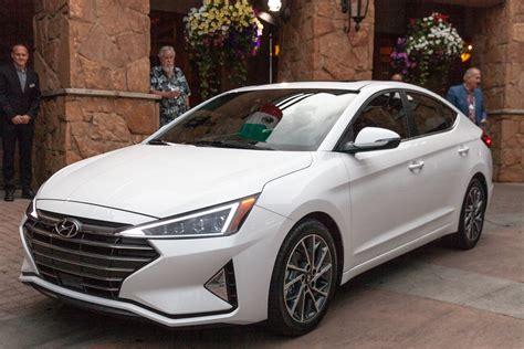 hyundai elantra review car news  reviews