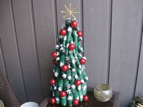 Pine Cone Christmas Tree Craft Tutorial Colour For Living Room Walls Rooms With Black Furniture Decorating Small Bookshelves In Built Ins Ideas Curtains A Chic The