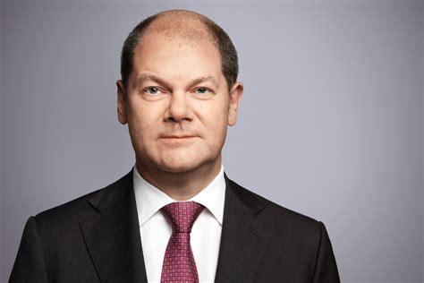 Bundesminister der finanzen @bmf_bund, vizekanzler, kanzlerkandidat der spd. Olaf Scholz im Gespräch in Meiendorf
