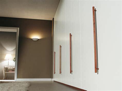 stanza guardaroba armadio modulare con maniglie in legno per camere da