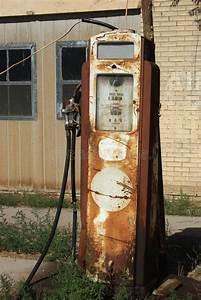 Vieille Pompe A Essence : vieille pompe essence photo stock image du affaiblissement 26772442 ~ Medecine-chirurgie-esthetiques.com Avis de Voitures
