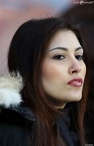Yasmine tordjman au parc des princes a paris lors du match for Tordjman paris