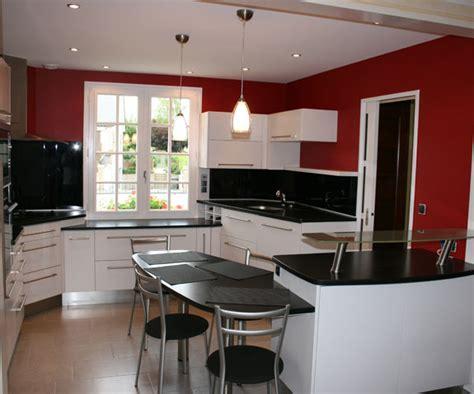 plan 3d cuisine plan cuisine moderne cuisine moderne gris anthracite mur orange table haute cuisine americaine