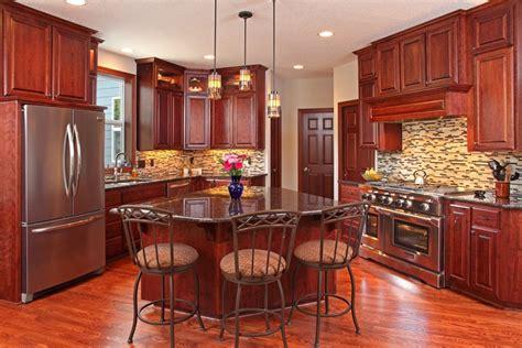 kitchens with backsplash 25 cherry wood kitchens cabinet designs ideas