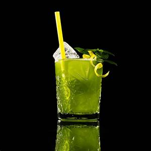 The Basil Smash. A classic modern Gin Cocktail with how to ...