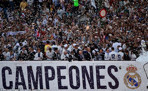Real Madrid celebrate back home with the Champions League ...