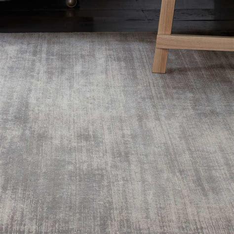 tapis contemporain gris uni en viscose